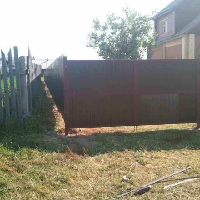 Забор из профлиста вокруг участка