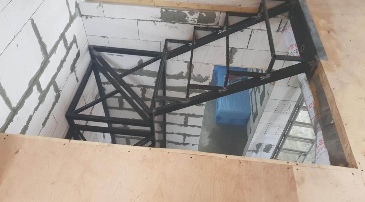 Межэтажная лестница на второй этаж