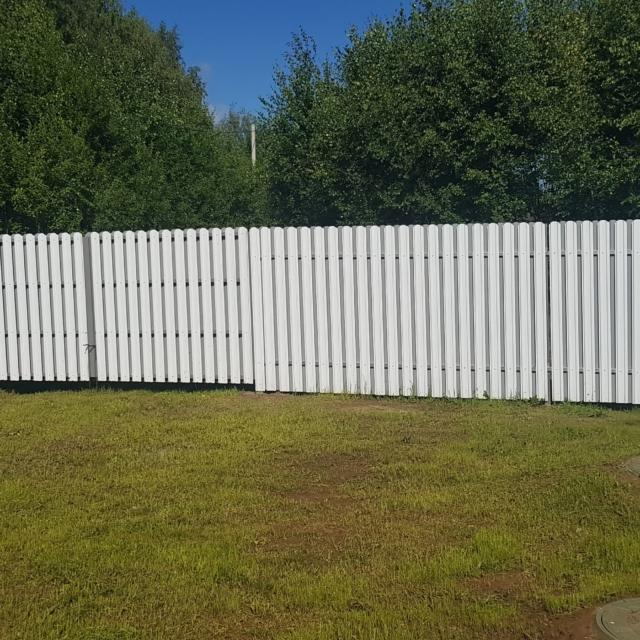 Забор и входная группа из штакетника